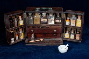 medicine-kit_k207936